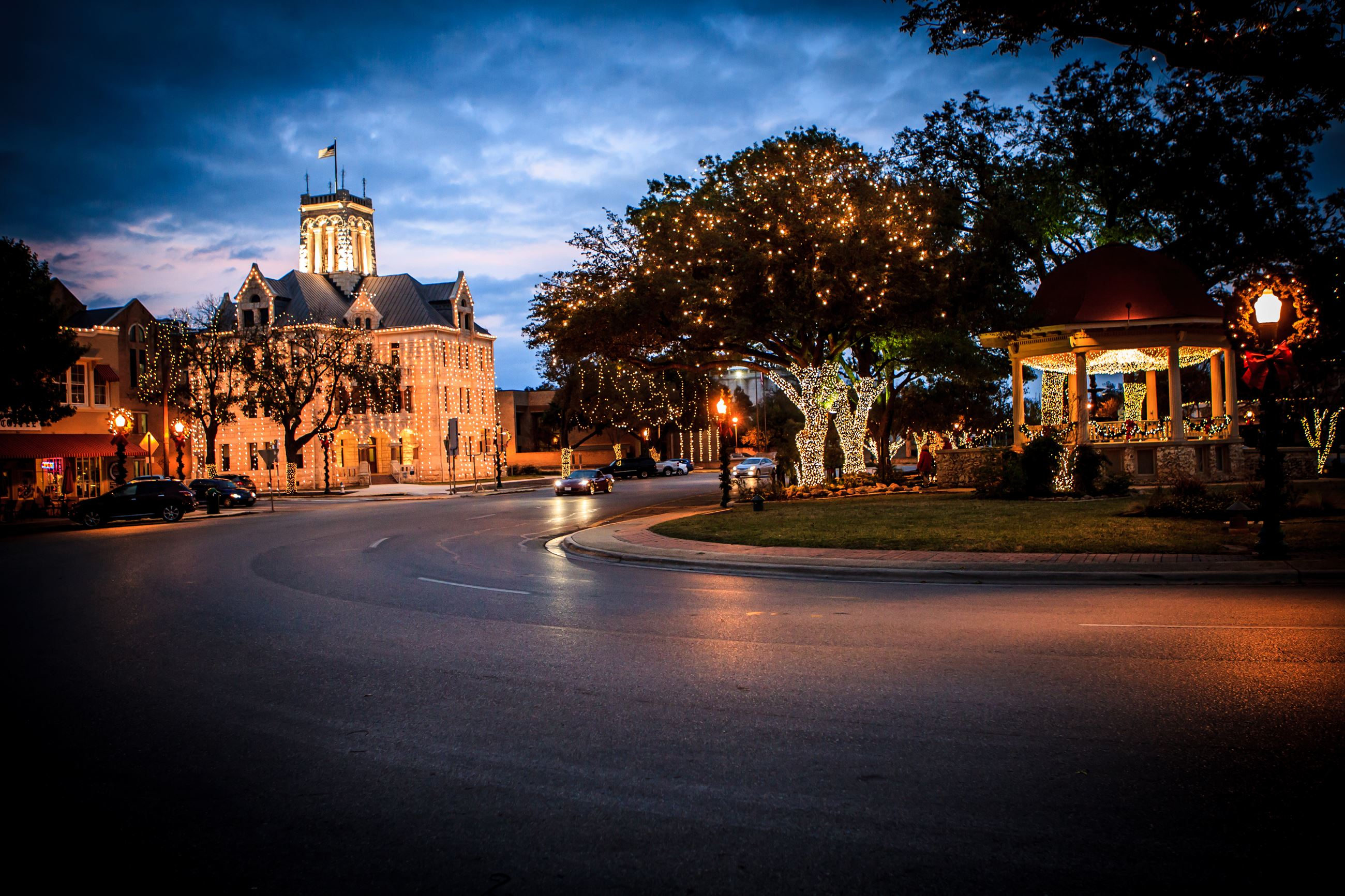 Photo of Plaza and Courthouse with lights